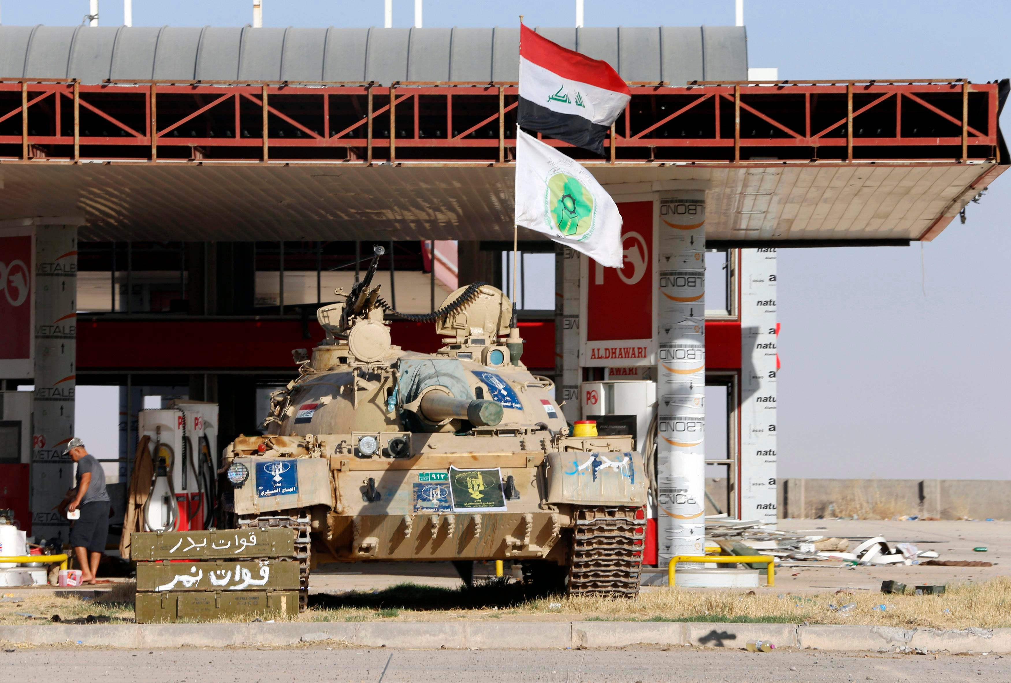 A tank belonging to the Shi'ite Badr Brigade militia takes position in front of a gas station in Suleiman Beg, northern Iraq. (File photo: Reuters)