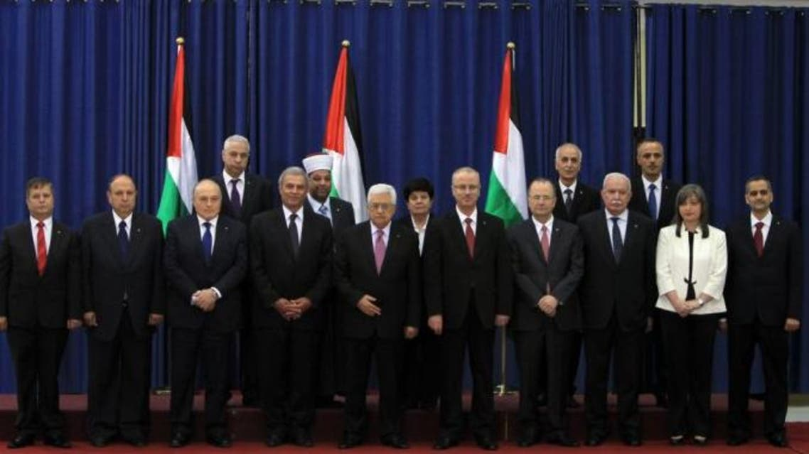 Palestinian President Mahmoud Abbas (C) with the members of the Palestinian unity government. (File photo: AFP)