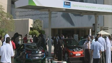 دبي تنوي إنشاء 100 محطة لشحن السيارات بالكهرباء