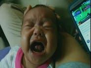 """رضيعة لا تتوقف عن البكاء إلا بسماع موسيقى """"هيب هوب"""""""