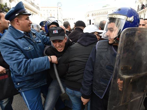 إصابة 40 شرطيا جزائريا خلال تظاهرة ضد الغاز الصخري