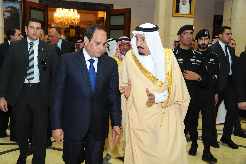 مصری صدر عبدالفتاح السیسی کا الریاض آمد پر سعودی فرمانروا شاہ سلمان بن عبدالعزیز اور ولی عہد شہزادہ مقرن بن عبدالعزیز نے استقبال کیا ہے۔