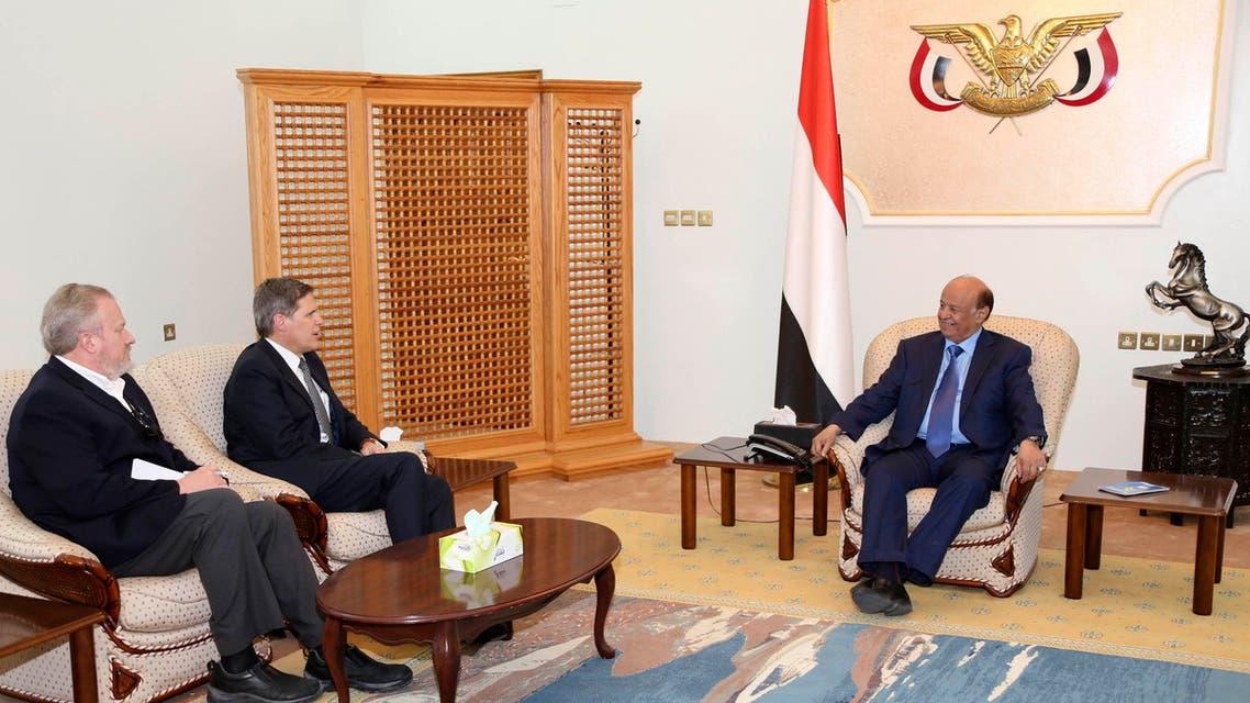 الرئيس اليمني عبد ربه منصور هادي مع السفير الأميركي في اليمن ماثيو تولر