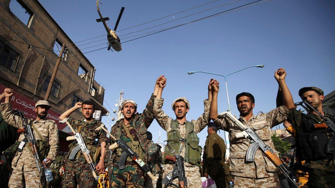 عناصر من الحوثيين يرتدون الزي العسكري - اليمن
