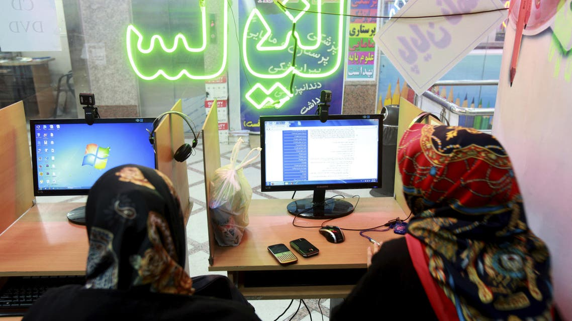 Two Iranian women surf the Internet at a cafe in Tehran, Iran, Tuesday, Sept, 17, 2013.  (AP)