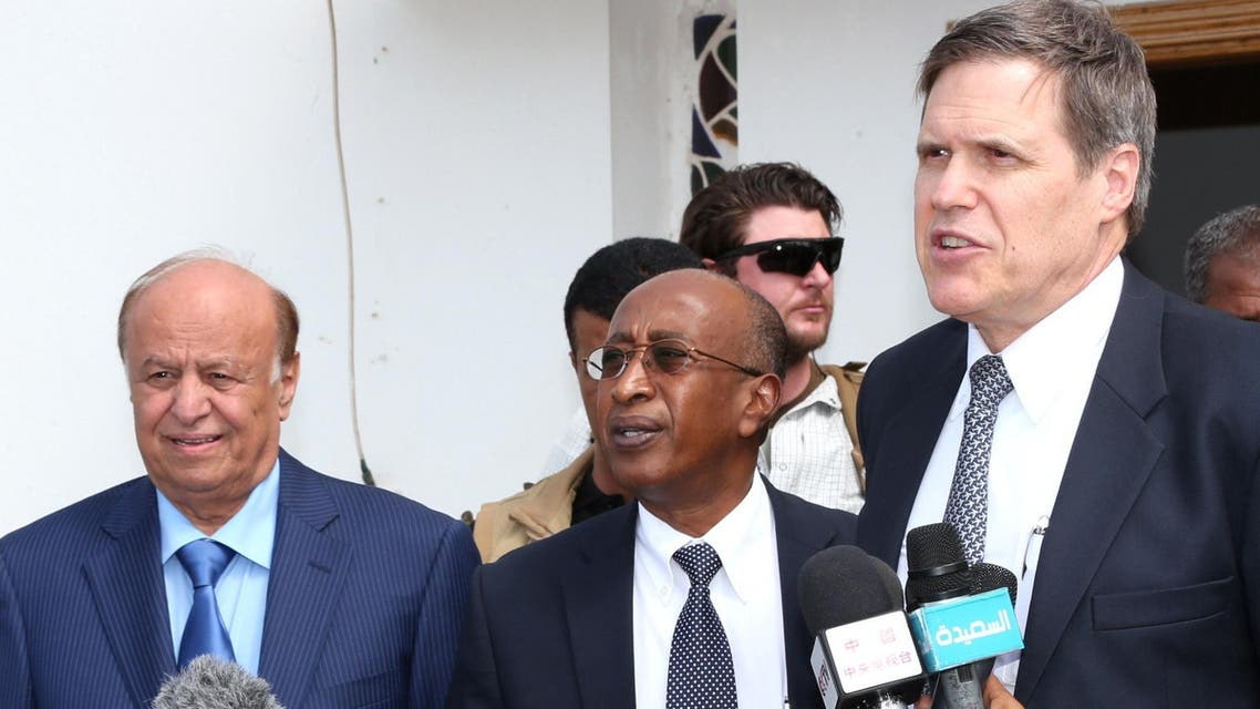 President Abdrabuh Mansur Hadi (L) standing with American ambassador to Yemen Matthew Tueller (L) during a press conference in Aden. (AFP)