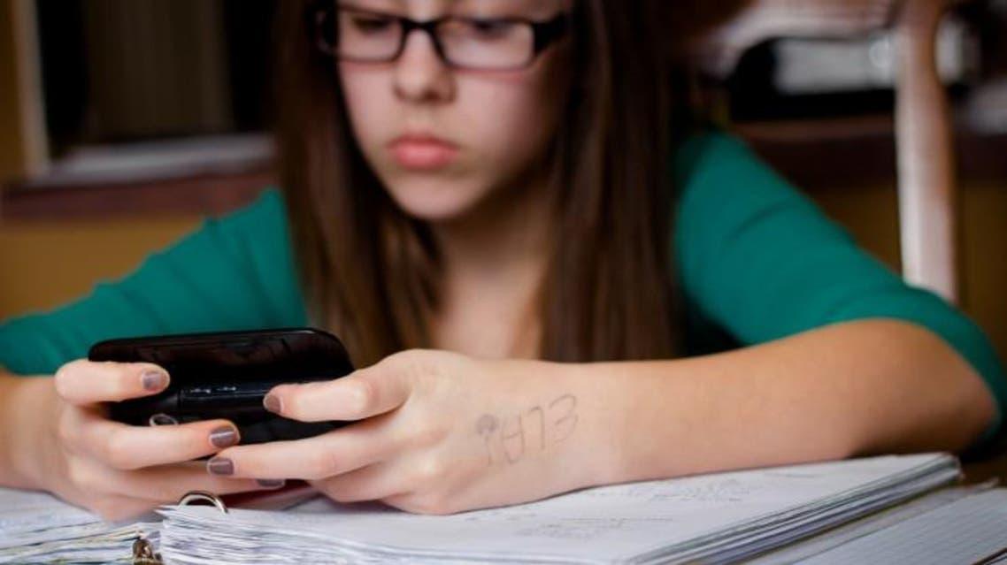 الطلاب يتأثرون سلبًا بمواقع التواصل الاجتماعي