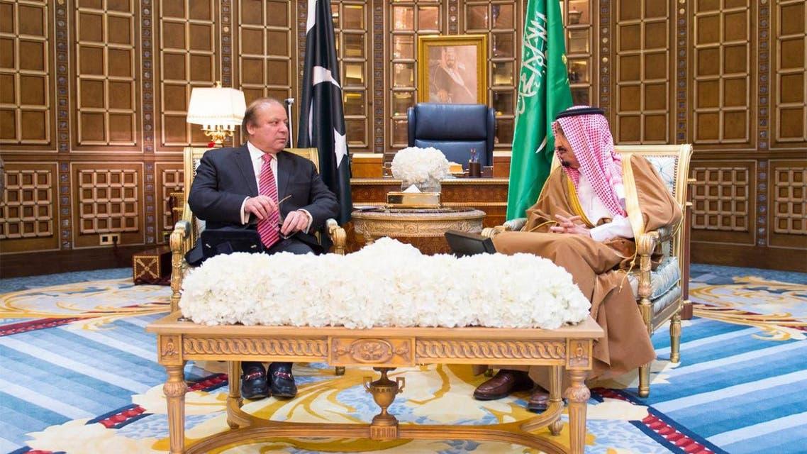 King Salman holds talks with Pakistani Prime Minister Nawaz Sharif. (SPA)