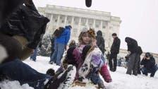 سكان في واشنطن يتجاهلون حظراً للتزلج أمام الكونغرس