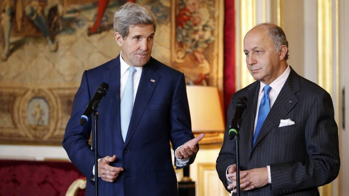 French Foreign Minister Laurent Fabius (R) and U.S. Secretary of State John Kerry speak during joint statement at the Quai d'Orsay Foreign Affairs ministry in Paris on Nov. 20, 2014. (File photo: Reuters)
