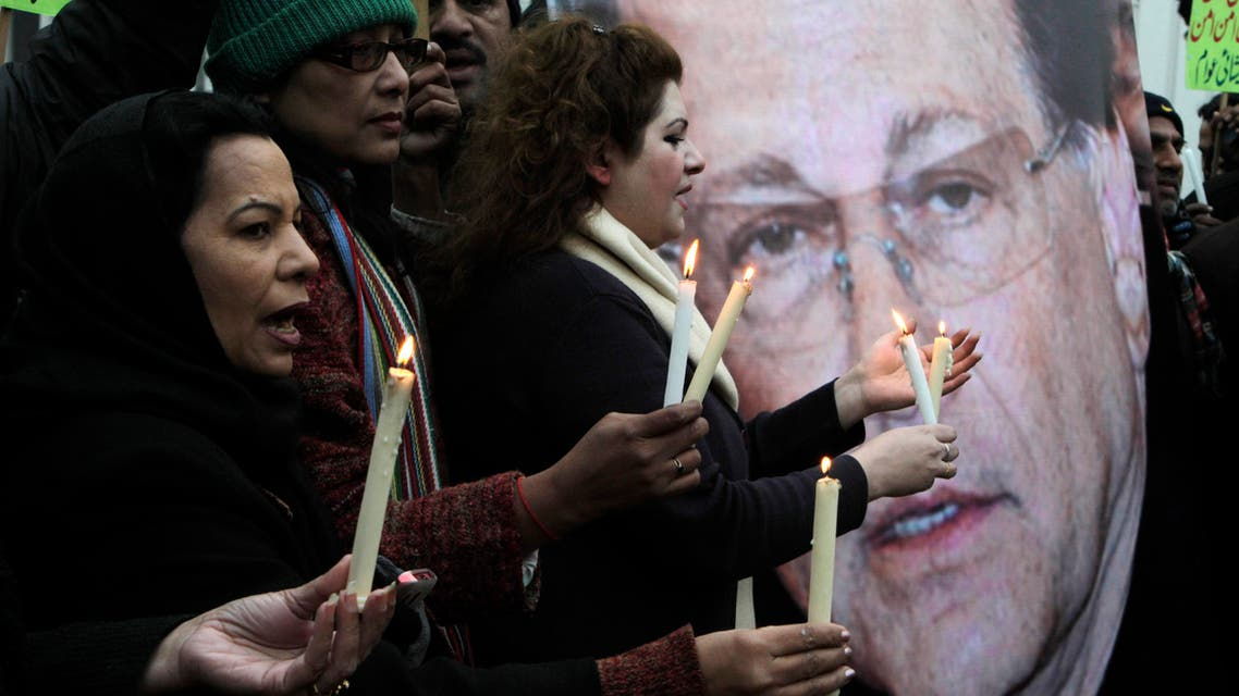 Activists hold candles to observe the second anniversary of the assassination of Pakistani governor Salman Taseer in Lahore, Pakistan on Friday, Jan. 4, 2013.  (AP)