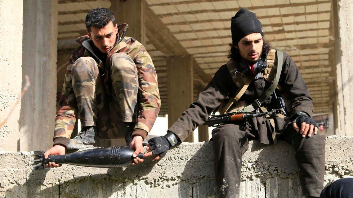 عناصر من الجيش الحر على مشارف دورين في اللاذقية