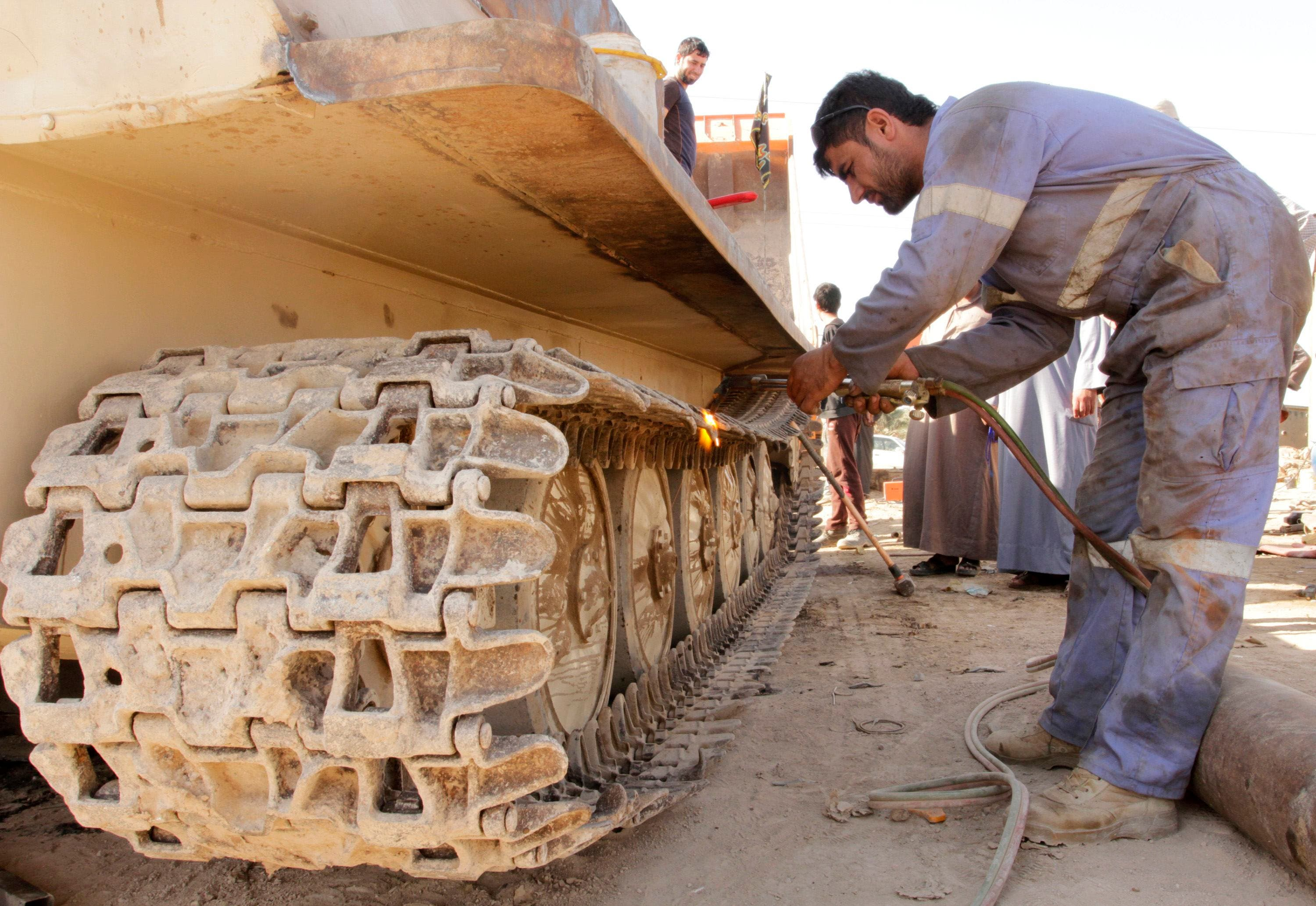 Iraq's newest conflict rescues rusting tanks from scrapheap (Reuters)