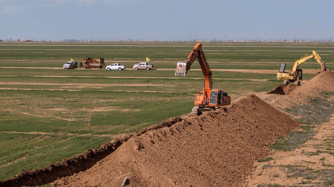القوات الكردي تحفر خنادق في تل حميس (أرشيفية)