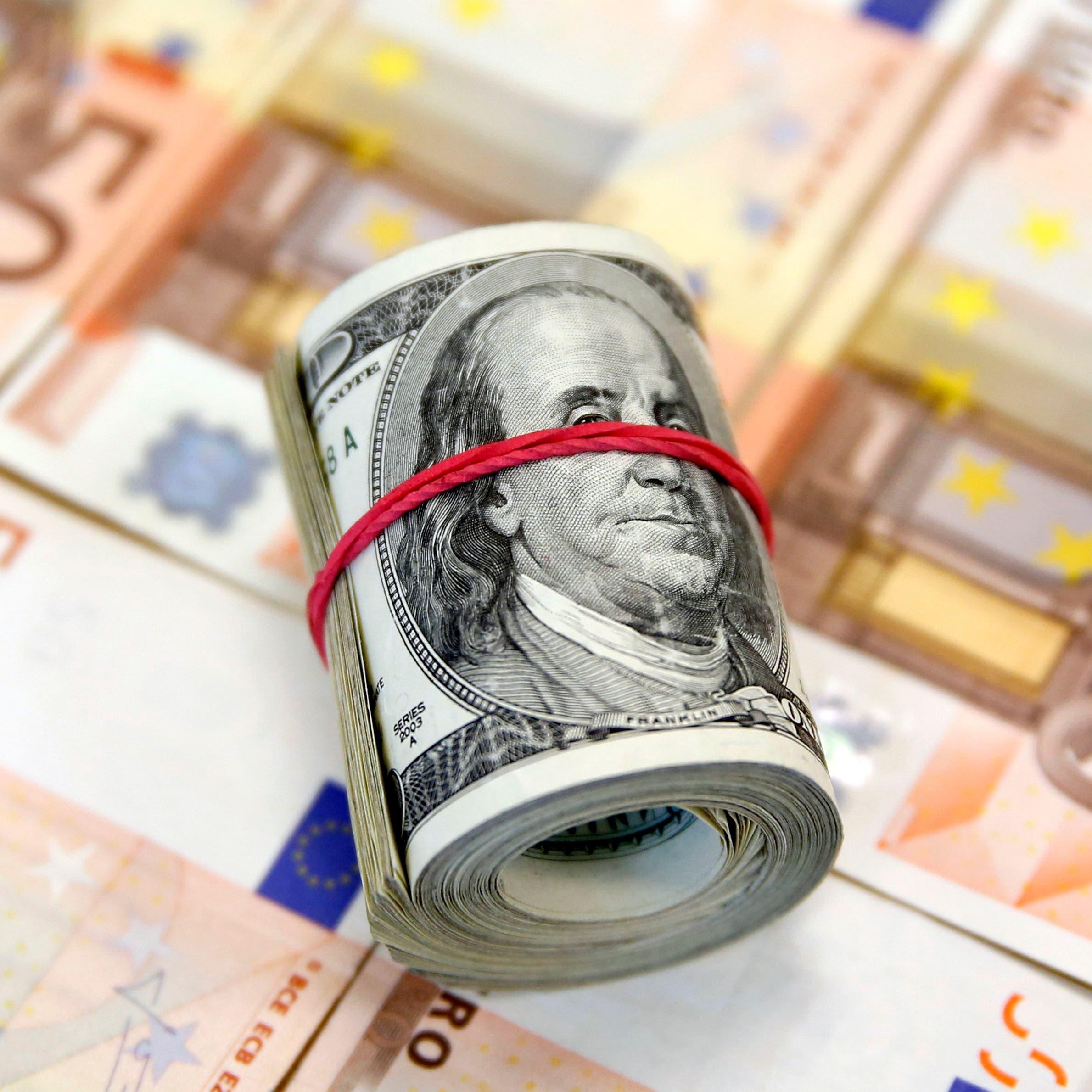 الدولار يتراجع مع تعزيز التفاؤل بشأن بايدن للعملات عالية المخاطر