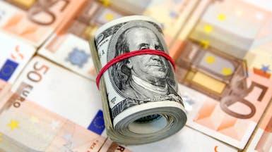 الدولار يستعيد بعض المكاسب بعد قفزة لليورو