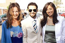 نجلاء فتحي مع ابنتها ياسمين وزوجها