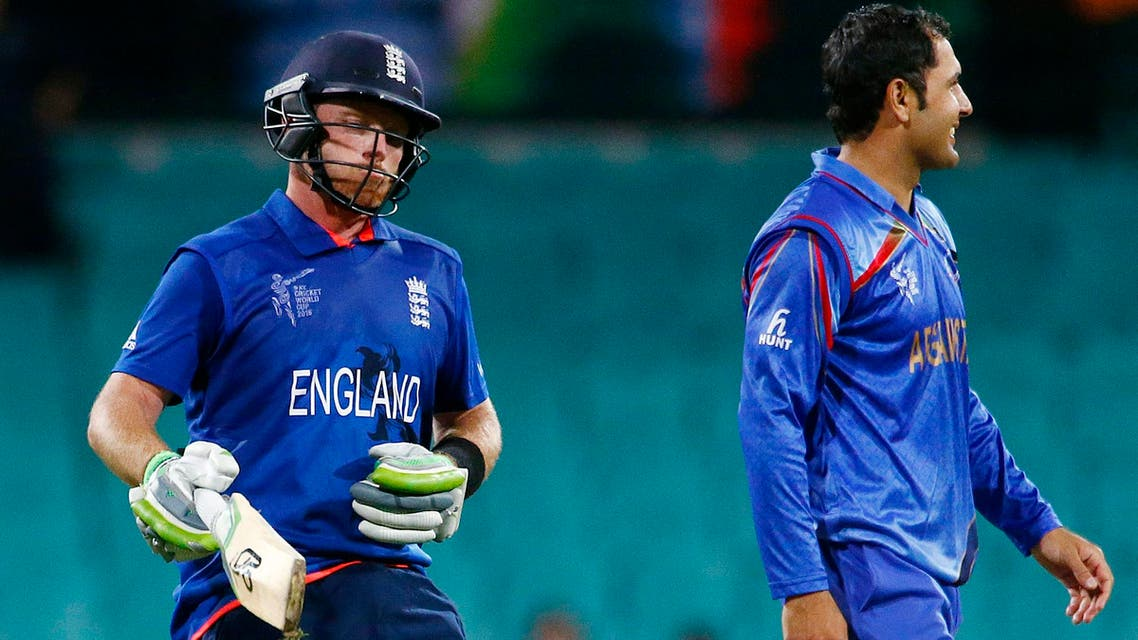 England's Ian Bell (L) reacts after hitting the winning runs as Afghanistan's Mohammad Nabi looks on during their Cricket World Cup match at the Sydney Cricket Ground (SCG) March 13, 2015. (Reuters)
