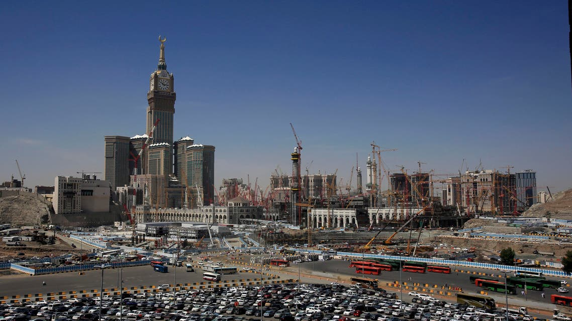 Saudi ministry offers sponsorship transfer for workers (AP)