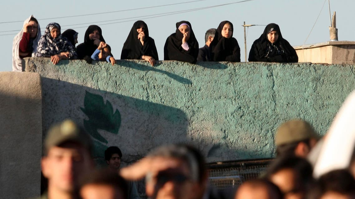 Iranians watch the hanging of convicted man Mahdi Faraji, unseen, at the city of Qazvin about 80 miles (130 kilometers) northwest of the capital Tehran, Iran, Thursday, May, 26, 2011. (File photo: AP)