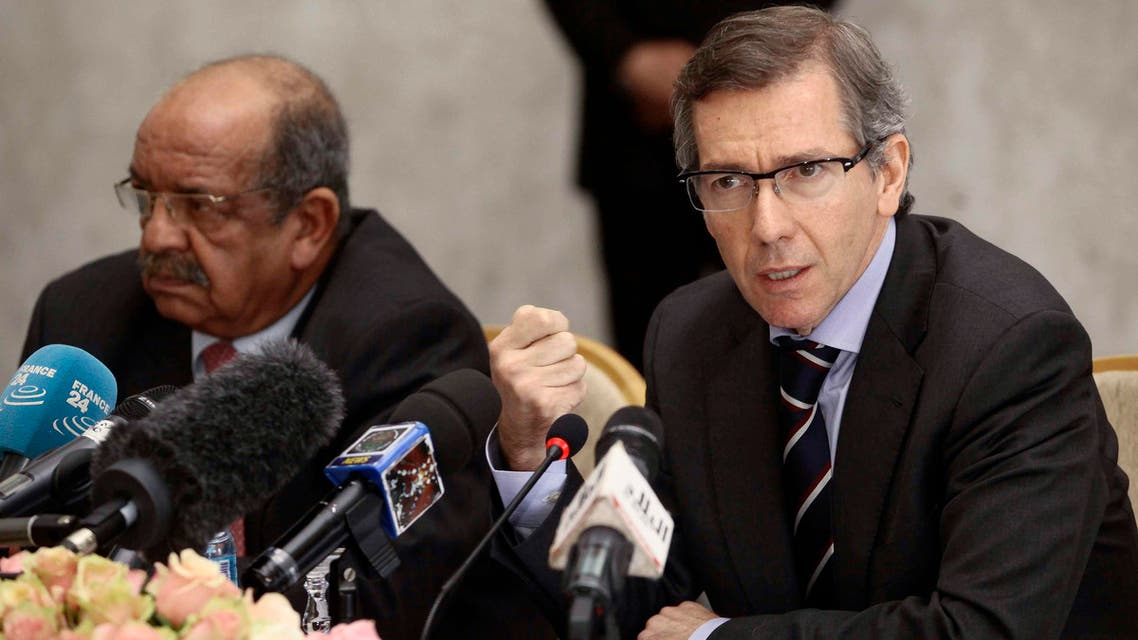 Special Representative of the Secretary-General for Libya and Head of United Nations Support Mission in Libya (UNSMIL), Bernardino Leon (R), speaks as Algeria's Minister of African and Maghreb Affairs, Abdelkader Messahel, listens as they head talks with Libyan political leaders and rivals in Algiers, March 10, 2015. (Reuters)
