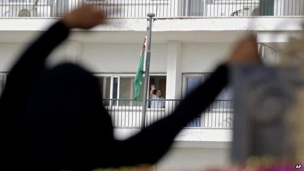 Hosni Mubarak waves to his supporters outside the Maadi Military Hospital in Cairo (4 May