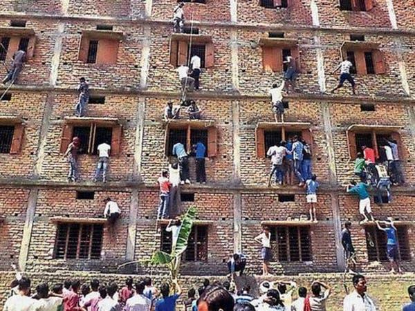 """تلامذة الهند """"يغشون"""" بالامتحانات لمواجهة الضغوط"""