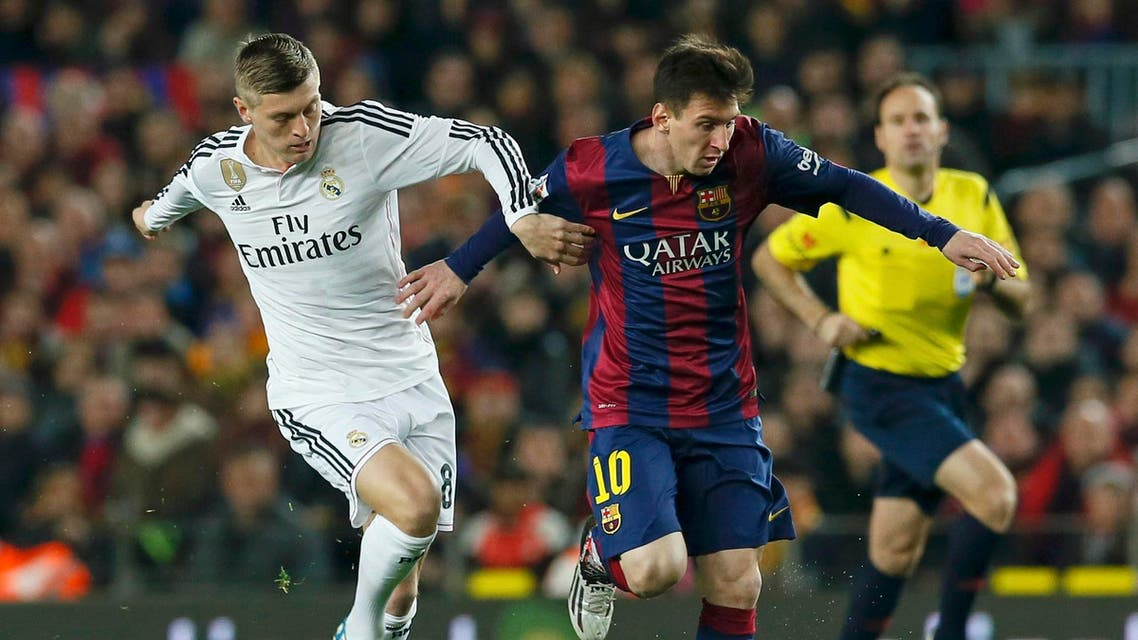 """Barcelona's Lionel Messi (R) challenges Real Madrid's Toni Kroos during their Spanish first division """"Clasico"""" soccer match at Camp Nou stadium in Barcelona, March 22, 2015. (Reuters)"""