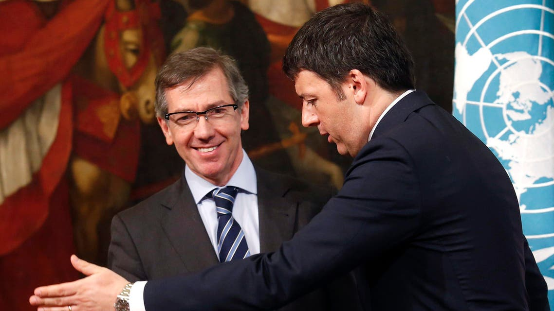 Italy's Prime Minister Matteo Renzi (R) and Bernardino Leon, Head of United Nations Support Mission in Libya (UNSMIL), talk during a meeting at Chigi Palace in Rome March 11, 2015. (File: Reuters)