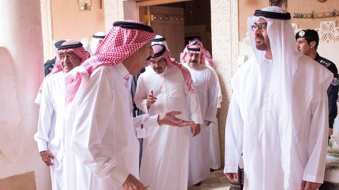 Saudi king meets senior GCC officials
