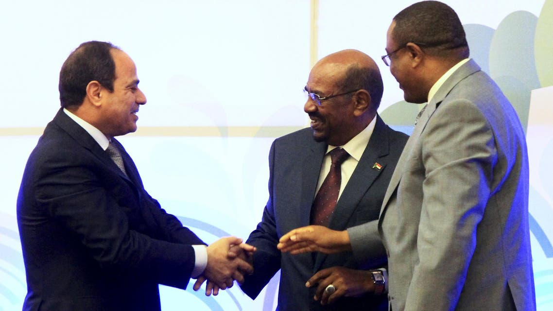 Sudanese President Omar Hassan al-Bashir (C) shakes hands with his Egypian counterpart Abdel Fattah al-sisi and Ethiopian Prime Minister Hailemariam Desalegn after signing an Agreement on the Declaration of Principles on the Grand Ethiopian Renaissance Dam Project in Khartoum March 23, 2015.  (Reuters)
