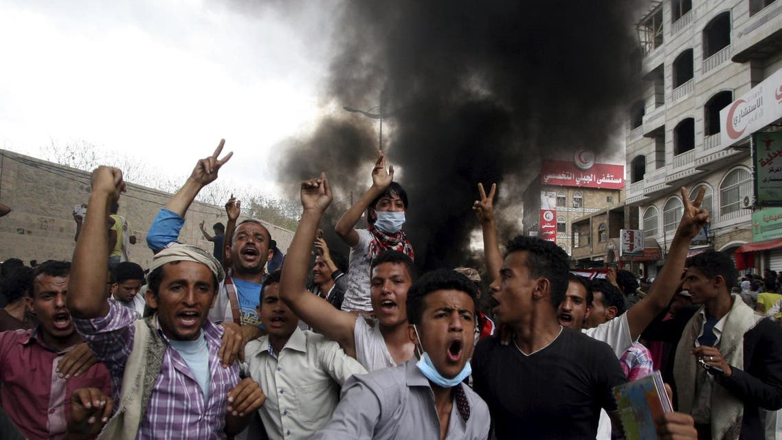 Anti-Houthi protesters demonstrate in Yemen's southwestern city of Taiz March 23, 2015. (Reuters)