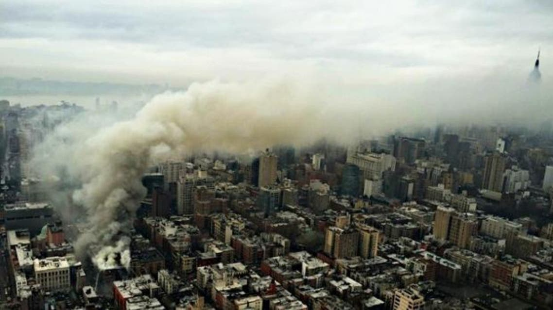 حريق هائل في مبنى بنيويورك واصابة شخص بجروح خطرة
