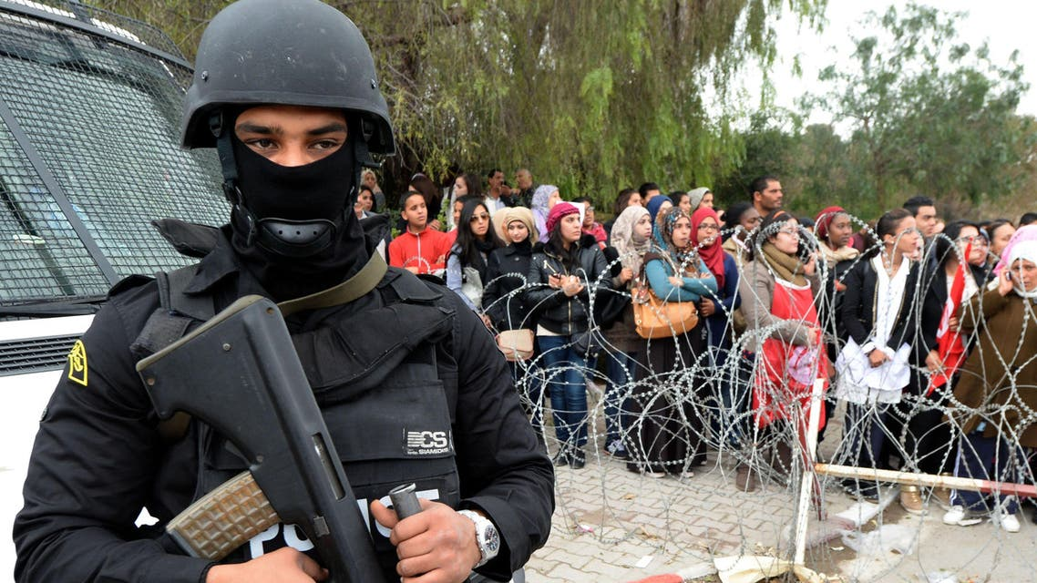 A policeman stands guard as Tunisian demonstrators shout slogans and hold placards during a protest outside Tunisia's Bardo National Museum on March 24, 2015 in Tunis, condemning the attack on the tourist site six days earlier which killed 21 people. (File Photo: AP)