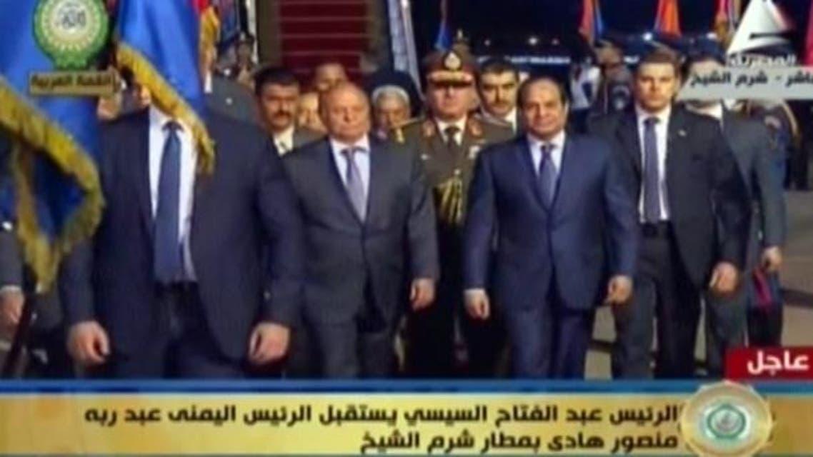 الرئيس المصري عبد الفتاح السيسي يستقبل الرئيس اليمني عبد ربه منصور هادي بمطار شرم الشيخ