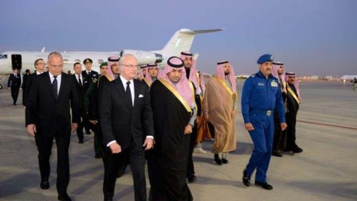 Sweden's King Carl XVI Gustaf (2nd-L) arrives to offer condolences after the death of Saudi King Abdullah Bin Abdulaziz in Riyadh, on January 24, 2015. (Courtesy: SPA)