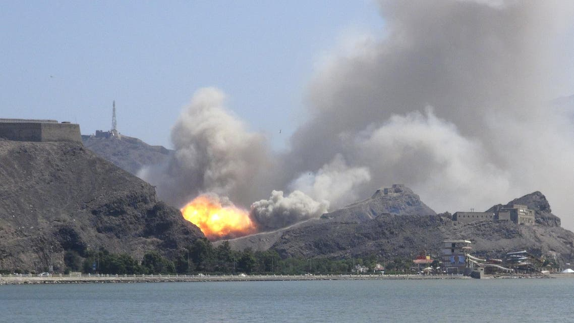 Smoke rises from an arms depot at the Jabal Hadeed military compound in Yemen's southern port city of Aden March 28, 2015. Reuters