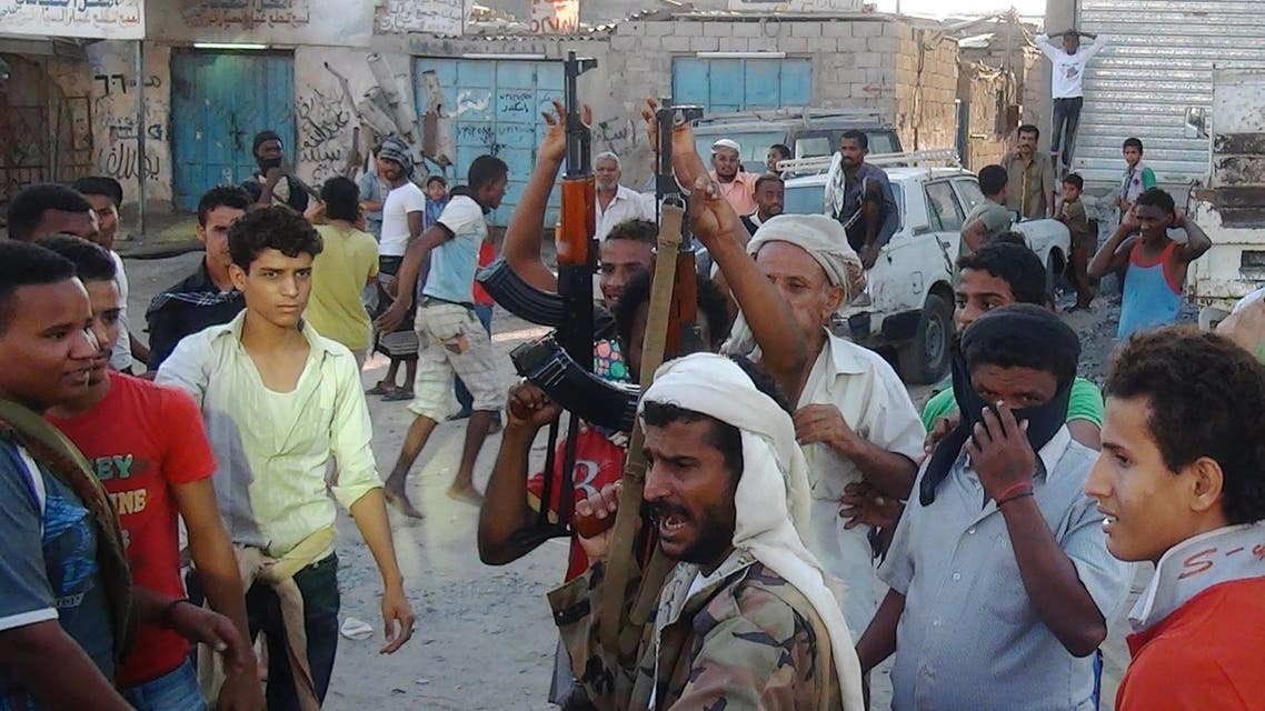 Yemeni armed members of a local armed resistance group, supporting President Abedrabbo Mansour Hadi, gather in the streets of Dar Saad district at the northern entrance to the city of Aden in preparation to face Huthi fighters, on March 27, 2015. (File: AFP)