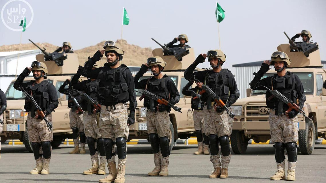 """Royal Saudi Land Forces and units of Special Forces of the Pakistani army take part in a joint military exercise called """"Al-Samsam 5"""" in Shamrakh field, north of Baha region, southwest Saudi Arabia, Monday, March 30, 2015. (AP Photo/SPA)"""