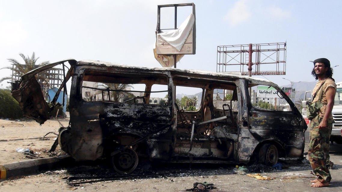 سيارة مدمرة جراء القصف في عدن - اليمن 3