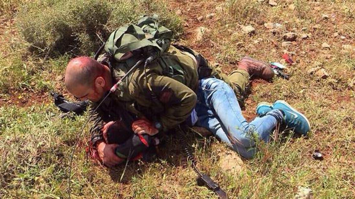 طعن ضابط إسرائيلي