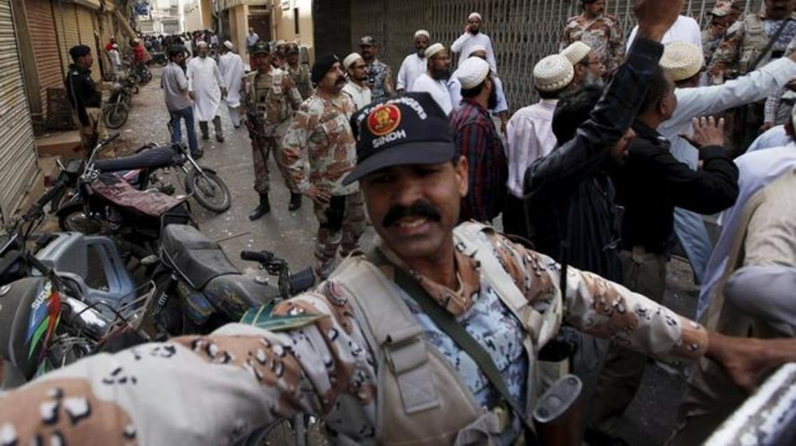 Paramilitary soldiers and residents gather outside a Bohra mosque after an explosion, to stop others from entering, in Karachi March 20, 2015. (File: Reuters)