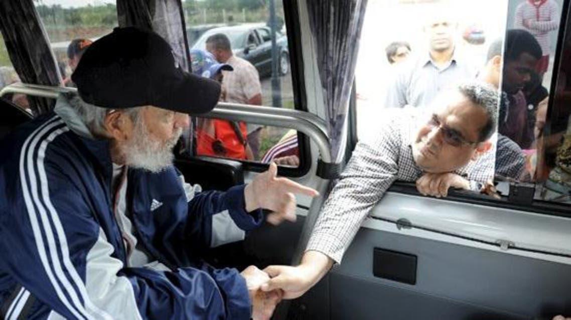 Cuban former president Fidel Castro talks to a delegation of Venezuelans in Havana March 30, 2015. (Reuters)