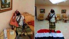 قيادي من #القاعدة يدوس علم اليمن ويرتاح بقصر الرئيس