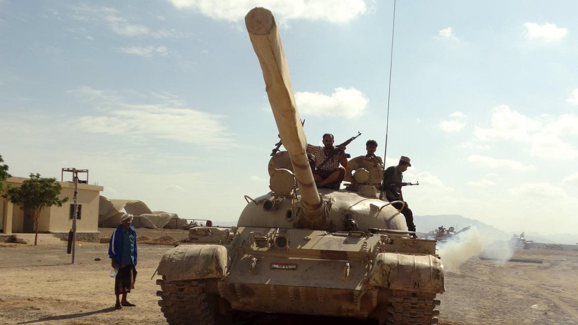 Southern People's Resistance militants loyal to Yemen's President Abd-Rabbu Mansour Hadi move a tank from the al-Anad air base in the country's southern province of Lahej March 24, 2015. (Reuters)