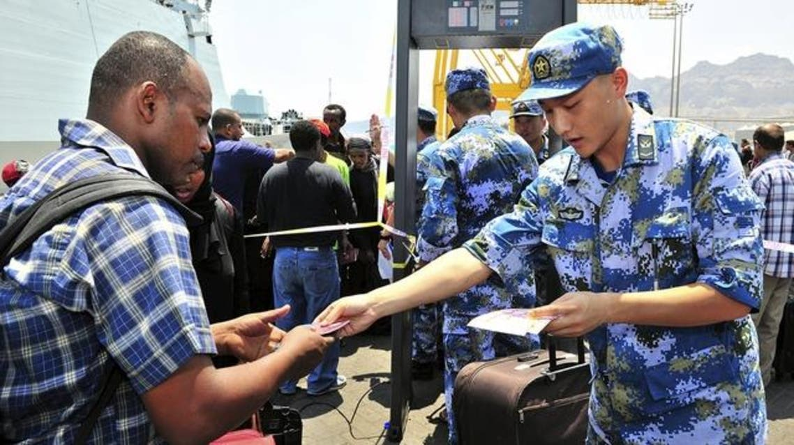 A Chinese solider of the People's Liberation Army (PLA) helps non-Chinese citizens board a Chinese navy ship during an evacuation from Aden, April 2, 2015. (File: Reuters)