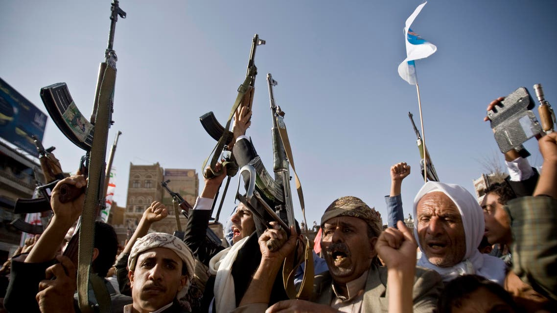 Shiite rebels, known as Houthis, hold up their weapons to protest against Saudi-led airstrikes, during a rally in Sanaa, Yemen, April 1, 2015. (File Photo:AP)