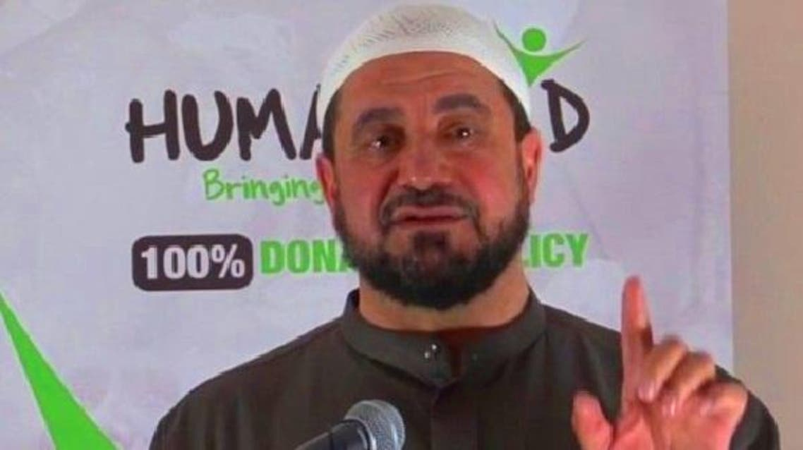 عبد الهادي العرواني، امام مسجد سابق، وأب لستة أبناء، أصغرهم عمره عام