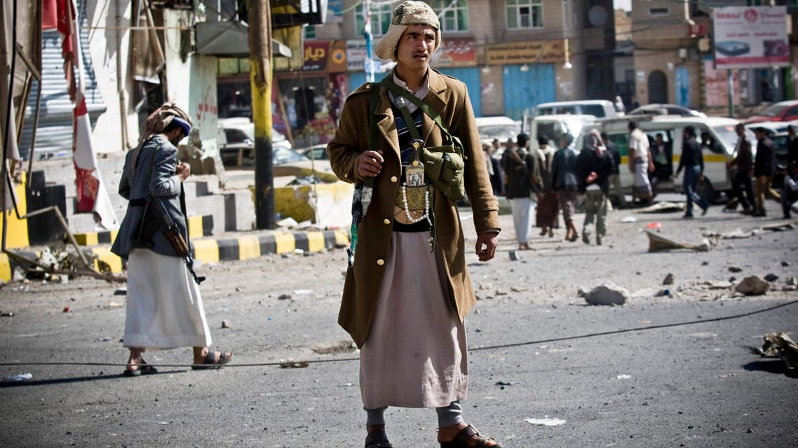 Houthi Shiite Yemenis gather while guarding a street leading to the presidential palace in Sanaa, Yemen. (File Photo: AP)