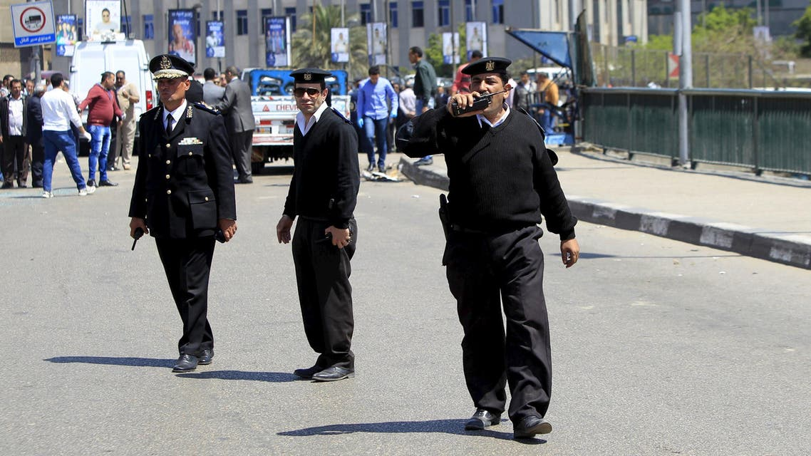 Policemen ask people to move away from the area after a bomb exploded on a bridge in the Cairo district of Zamalek, April 5, 2015. A policeman was killed and three others wounded when a bomb exploded on a bridge leading to the upscale Cairo district of Zamalek on Sunday, security sources said, the second bombing targeting police in the Egyptian capital in as many days. REUTERS/Mohamed Abd El Ghany